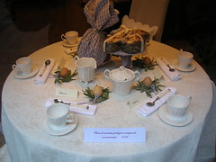 Easter table (maria grazia preda) Tags: window table lifestyle shopwindow tisch tovaglia bianco interiordesign tablesetting tavola segnaposto decoracin nappe vetrine visualmerchandising italianstyle tablescapes  centrotavola receber tischdeko tischdekoration apparecchiare apparecchiatura busatti ricevere decorazionetavola tabledecorating mariagraziapreda decorerlatable