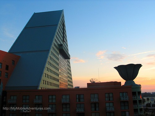 IMG_2954-WDW-Dolphin-Hotel-Sky-clouds