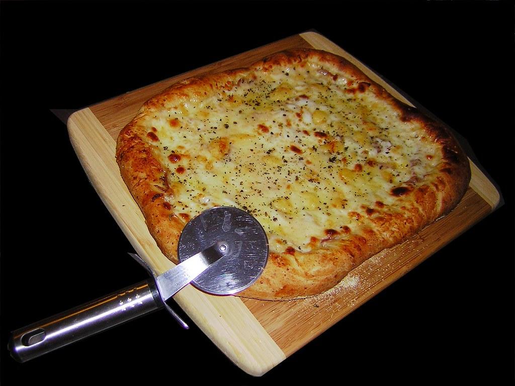 Garlic White Cheese Pizza