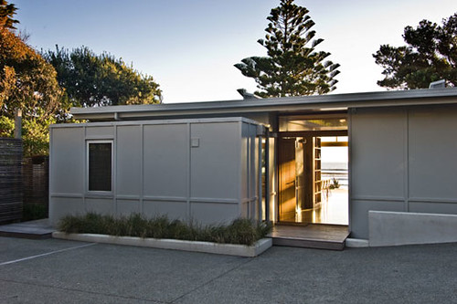 Minimalist Design of Raumati Beach House by Herriot Melhuish 6