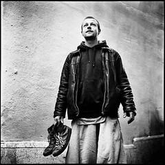 Portrait de rue (Ivan Constantin) Tags: street portrait blackandwhite bw 120 6x6 film rolleiflex portraits mediumformat square noiretblanc trix nb d76 mf rue carr moyenformat portraitderue portraitsderue carrfranais ivanconstantin