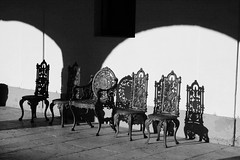 sillas vacas (DesVelado) Tags: madrid espaa contraluz spain arquitectura labrador sombra patio silla aranjuez