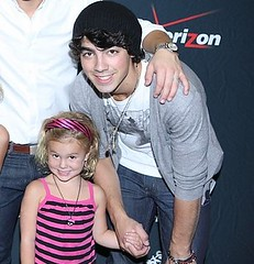 Joe Jonas With A Sweet Little Girl (;HotMessinaWallMartDress) Tags: music game hot love kevin nick danielle joe disney taylor demi swift cyrus jonas 2009 miley lovato