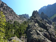 Trace cairnée de Tana di l'Orsu : Bocca Rossa et Capu Rossu depuis le col 1150 m