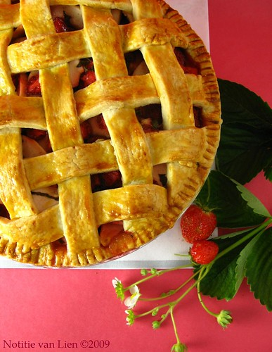 Apple strawberry pie with mint (p.68)