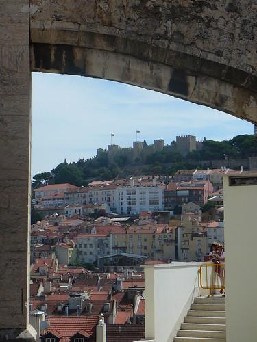 El Castelo de Sao Jorge, dominando Alfama, desde la plataforma del Elevador.