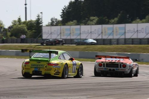 Manthey Porsche chasing Ford GT