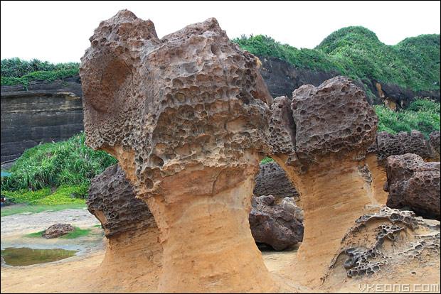 bee-hive-rocks