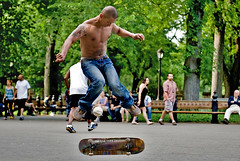 Zoo York Skateboarding in Central Park, New York (DiGitALGoLD) Tags: park york nyc zoo nikon skateboarding central institute skateboard nikkor d3 2470mm digitalgold