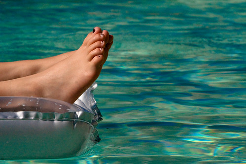 france feet swimming swim canon foot eos eau turquoise bleu swimmingpool pied piscine vernis 400d ©julienhaler