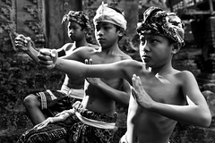 Abangan, Bali - Sunday routine training in the temple (Mio Cade) Tags: boy shirtless bali boys senior kids train training indonesia dance kid child culture social sweat posture tough trainer stunt ubud barong instructor balinese abangan