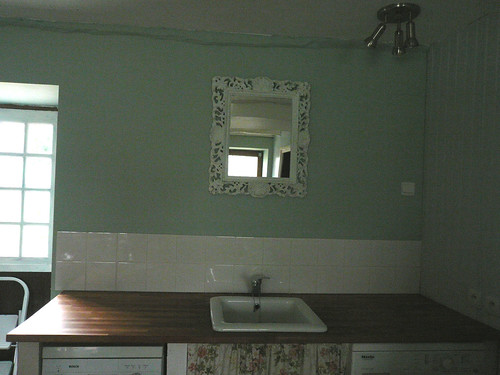 mirror above sink1