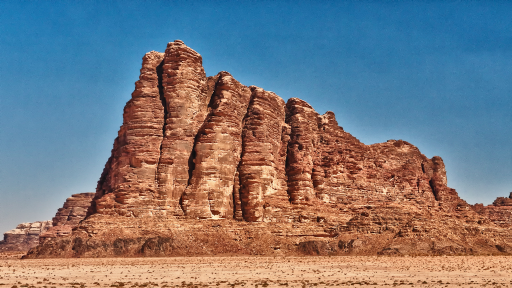 seven pillars of wisdom in wadi rum jordan