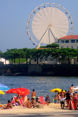 Ferris Wheel at Copacabana Beach (servuloh) Tags: pictures from street brazil streets bus praia beach window wheel rio brasil by canon de landscape photography grande photo calle interesting sand do foto rj janeiro areia action juegos picture ferris games jo ao powershot copacabana host fotos da ferriswheel janela rua through olympics q nibus gigante copa sede roda jogos calles forte ruas roue canonpowershot calado g7 jeux 2016 olimpicos riobybus canong7 thegalleryoffinephotography