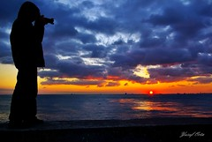 (yusuf_orta) Tags: blue sunset red sea sky photo photographer pentax gull istanbul deniz mavi gnbatm kadky uur fotoraf biraz rengi kzl mendirek iskelesi aplusphoto yalnzln theunforgettablepictures
