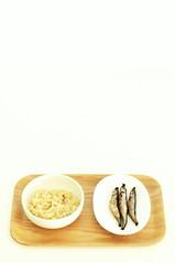 Breakfast for the Convalescent: Oatmeal Porridge and No Discrimination Baked Karafuto-shishamo