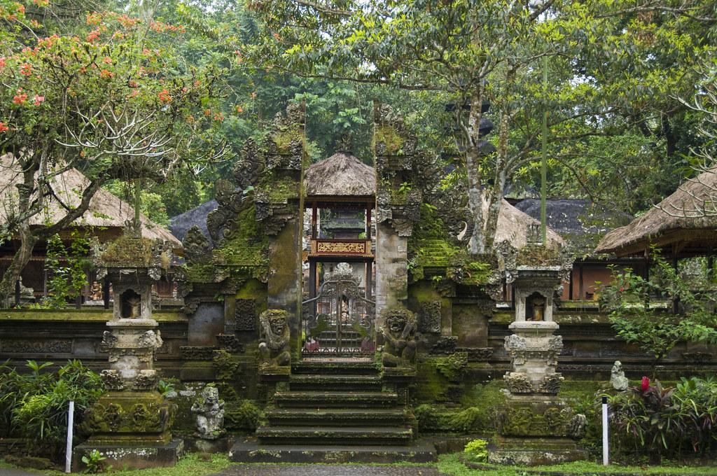 バリ島・グヌン・ルバ寺院