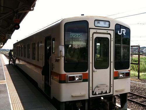 亀山から紀勢本線。この路線に乗るのは関西本線以上に久しぶり。1両ワンマンカーだもんな~