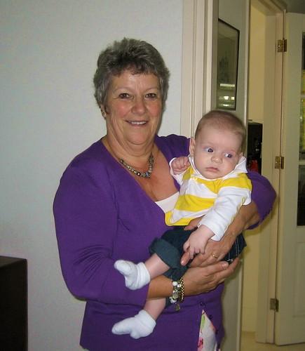 Oma Monique en kleinzoon Timo