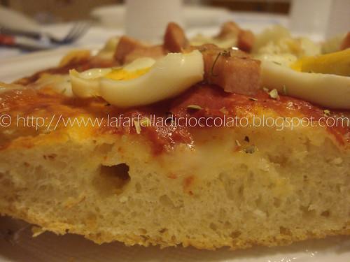 Pizza alta e croccante