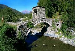 Ponte vecchio (Herbert West) Tags: italy italia panoramic piemonte piedmont hugin panoramiche vallidilanzo