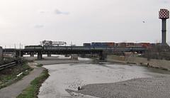 Regionale sul ponte di Cornigliano (Maurizio Zanella) Tags: bridge river italia fiume trains ponte genova railways fs trenitalia ferrovia treni cornigliano polcevera carrozzemd r21205 e646xxx