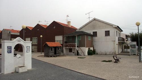 Arquitetura variada, com o antigo e o recente