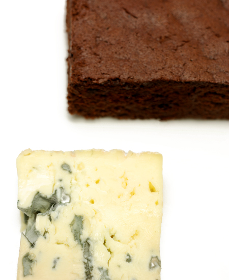 dark chocolate sponge with blue cheese© by Haalo