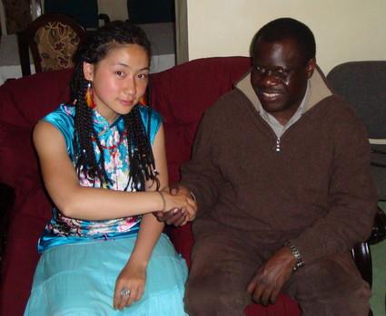 AP Fellow Luna Liu, dressing in Chinese traditional cheongsam-top, shaked hands with the present Kenyan Ambassador to China Julius Sunkuli at his home in Kilgoris, Kenya.