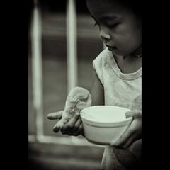 pandesal, lugaw at itlog.. (Sir Mervs) Tags: school kids canon children eos feeding evacuation center relief program operations pk sir elementary pinoy typhoon victims pandesal alabang 70200mmf4 lugaw mervs itlog 40d bagyo kodakero pinoykodakeros ondoy kodakeros sirmervs