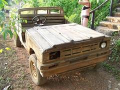 Jeep aus Holz (chrilam) Tags: kambodscha jeep rostfrei