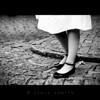 Al compas de la viguela (Clara Zamith) Tags: street bw white black feet canon foot shoe rebel grey dance dress leg pb tango photograph camposdojordão xti 400d clarazamith