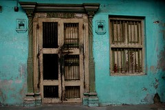 Doors and windows in Asia - India (RURO photography) Tags: voyage travel windows people india beautiful architecture canon fun photography reisen asia doors photos culture reis ornaments ramen porte lonelyplanet indi fentre architectuur raam arquitecture gujarat doorsandwindows reise deur inde independant cultuur cityview reizen discoverychannel azi deuren olddoors digitalcameraclub supershot kartpostal nationalgeography enstantane indigenoustribal voyageursdumonde tourisism journalistchronicles globalbackpackers discoveryphoto discoveryexpeditions rudiroels fadingcultures culturasperdidas verdwenenculturen