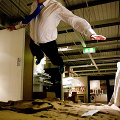 Flying Eole (LJ42) Tags: blue ikea fly store jump tie lit puma saut meubles bedjumping ole eole bedjump furnishingstore
