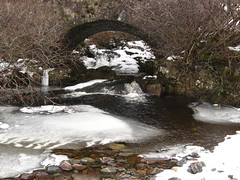 Bridge By Loch Garry (Gwen!!) Tags: bridge trees fab snow ice water stones soe lochgarry abigfave theunforgettablepictures rubyphotographer thenewselectbest pohq