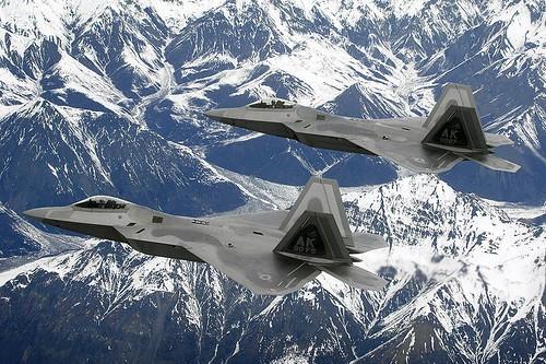 Dos F-22 sobrevolando Alaska
