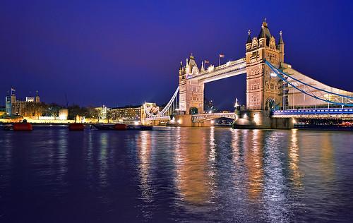 Anglicko ako všetky veľké a turisticky obľúbené krajiny ponúka