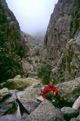 Ravin de la Solitude : Laurent  au-dessus du 1er ressaut dans le ravin