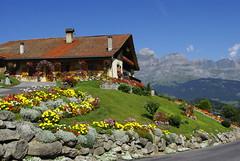 Maison fleurie, Combloux (Nelly Matray) Tags: house france flower nature fleur montagne europe pentax savoie maison montain hautesavoie combloux