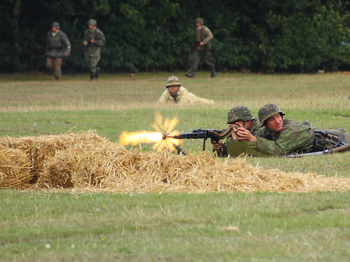 German MG-42 fireing by gluemoon.