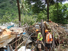 800px-Crews_Damage_from_Tsunami_American_Samoa