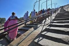 Devotees dare the steepness (Hema Narayanan) Tags: hassan bahubali shravanabelagola gomateshwara southkarnataka chikkabetta monolithstatue biggestmonolithstatueintheworld