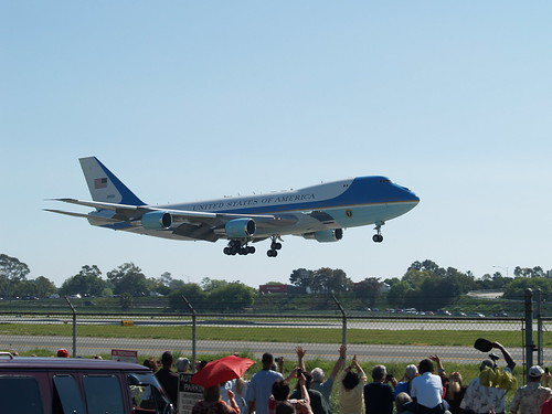Air Force One Landing Long Beach Airport on 3/18/09