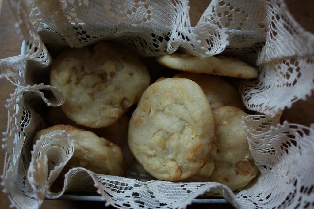 macadamia white chocolate cookie