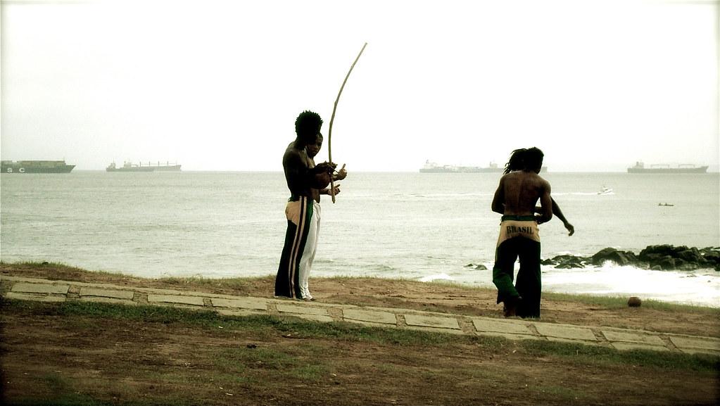 Jogando Capoeira no Farol da Barra // Playing Capoeira at Farol da Barra