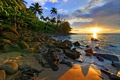 Ke'e Beach Kauai (mojo2u) Tags: ocean sunset sea beach hawaii rocks kauai hdr napali kee haena keebeach napalicoast sigma1020mm photomatix haenastatepark mywinners nikond80 boxofhappymemories endofroadkauai