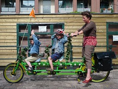 onderwater double tandem planted (@WorkCycles) Tags: family plants amsterdam flora tandem triplet onderwater amsterdammer workcycles