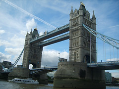 London, Tower Bridge - River Thames (ZacharyKent) Tags: city bridge england london geotagged interesting europe unitedkingdom 2007 interestingplace samsungdigimaxs800kenoxs800 mynonwikimapiastuff