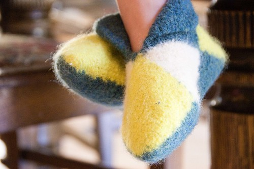 easy felted norwegian house slippers by mommyknows