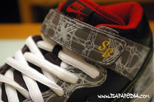 Nike SB Dunk Mid Premium